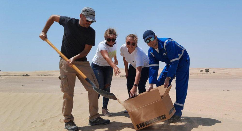 https://2021.foasummit.com/wp-content/uploads/2021/07/liebherr-team-sand-from-dubai-for-an-experiment-in-pinghu_1000x600-1-1000x540.jpg